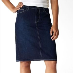Levi's 512 perfectly slimming Jean skirt size 10